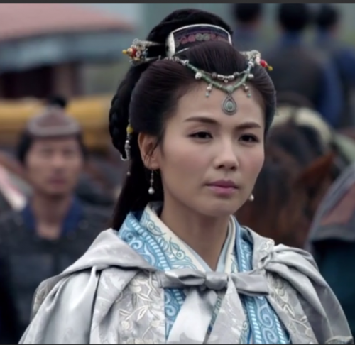 Princess Nihuang in her casual wear - a blue and silver robe.