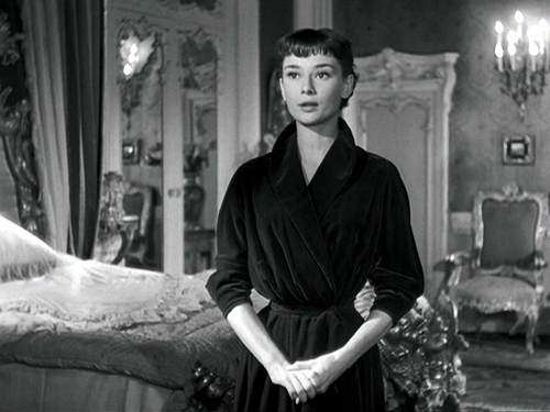 Audrey Hepburn with short hair and bangs!